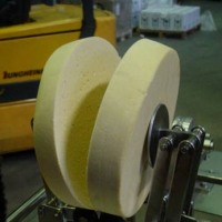Машина для продольной резки головок сыра